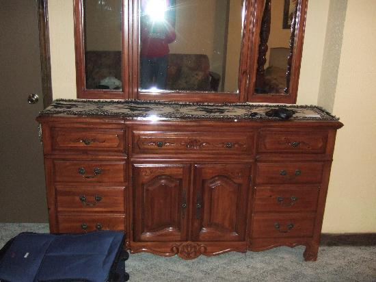 Southern Cross Ranch: Cabinet