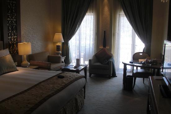 Al Bustan Palace, A Ritz-Carlton Hotel: Bedroom