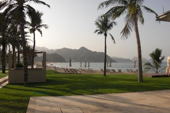 Al Bustan Palace, A Ritz-Carlton Hotel: Perfect for an evening stroll