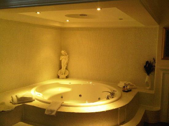 Cave Castle Hotel & Country Club: Room no. 23 Bathroom