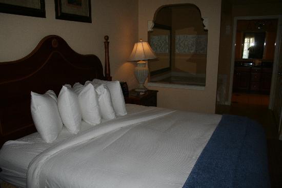 Hilton Grand Vacations at Tuscany Village : Master Bedroom