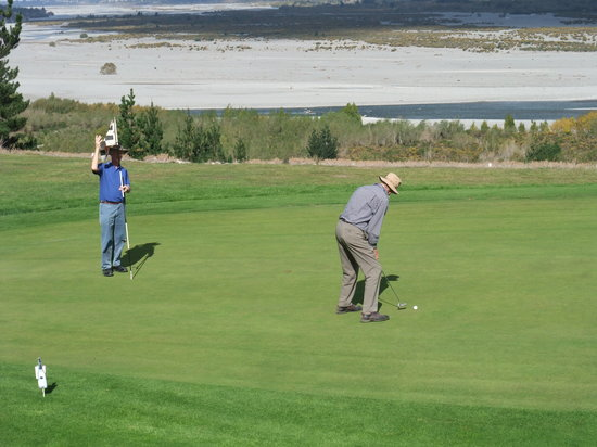 Waimakariri Lodge: Ajoining Golf Course