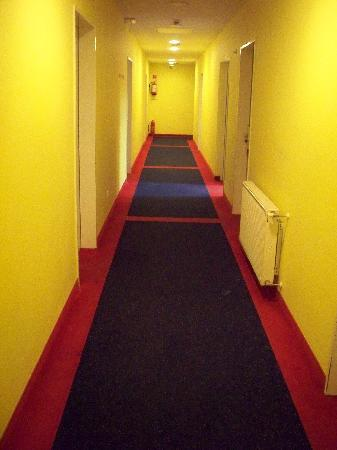Alfa Hotel Fiesta: talk about fiesta! very festive hallways!