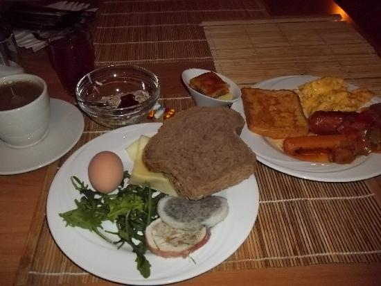 Alfa Hotel Fiesta: pate & dandelions for breakfast! great!