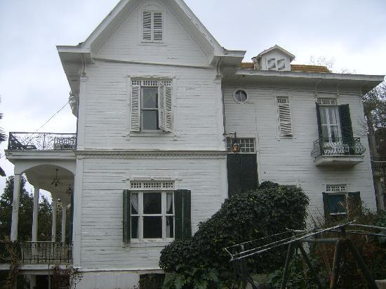 Naya : the villa from left