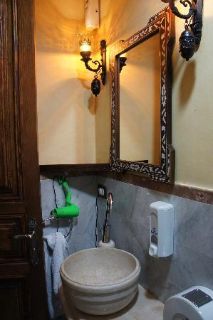Shahrayar Luxury Hotel: nice bathroom