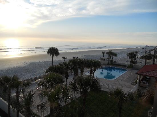 Holiday Inn Hotel & Suites Daytona Beach: View from our 4th floor balcony