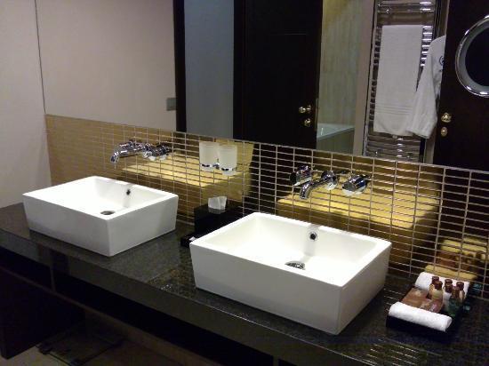 Sheraton Prague Charles Square Hotel: His & Hers bathroom sinks