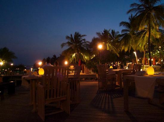 Four Seasons Resort Maldives at Kuda Huraa: Dinner at Baraabaru