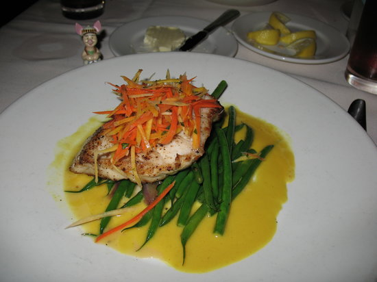 Hollywood Brown Derby: The Grouper was amazing!