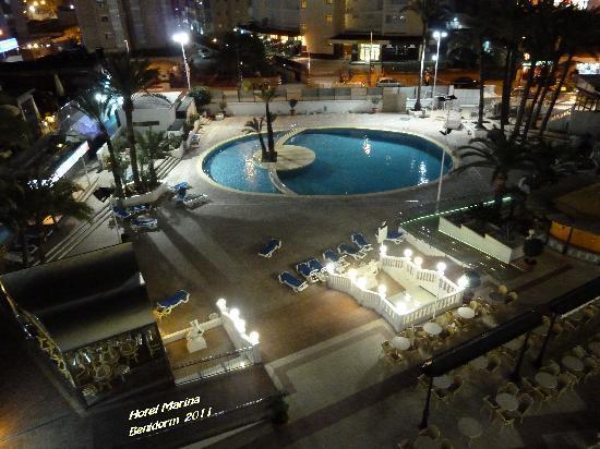 Hotel Marina Resort Benidorm: Hotel marina ( foto nocturna de la piscina