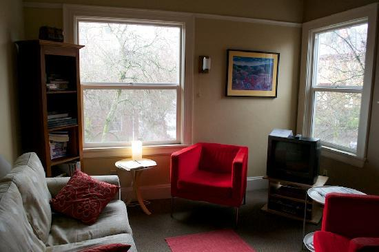 Portland International Guesthouse: The Common Room - March 2011