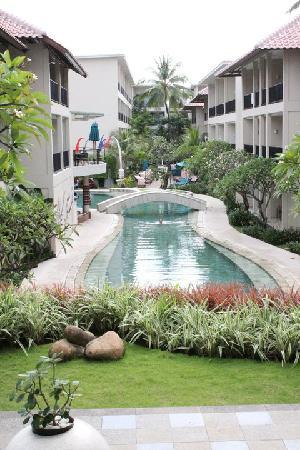 The Camakila Legian Bali: the main pool from reception