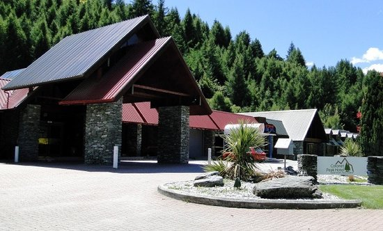 Swiss-Belresort Coronet Peak: Front of Hotel