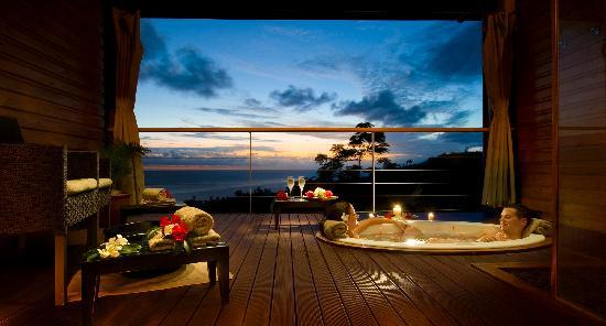 Outrigger Fiji Beach Resort: Bebe spa plunge pool at dusk
