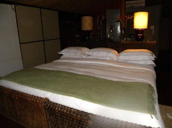 andBeyond Ngala Tented Camp: bed