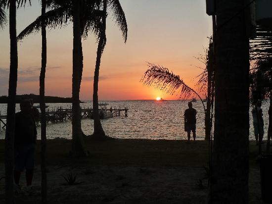 Great Guana Cay: Sunset at Guana Grabbers