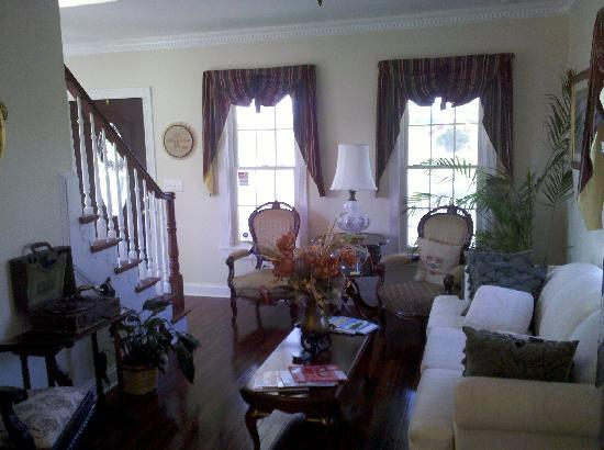 Reedville, VA: Very comfortable common area