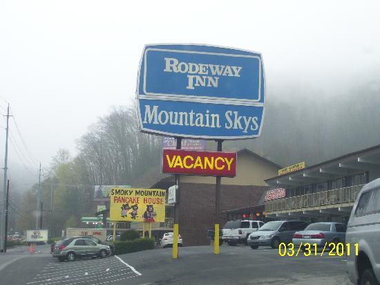 Wild Bear Inn: Motel/Restaurant