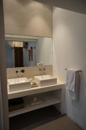 2Inn1  Kensington: Bathroom vanity