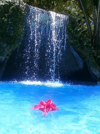 DoceLunas Hotel, Restaurant & Spa: Grotto & Falls!