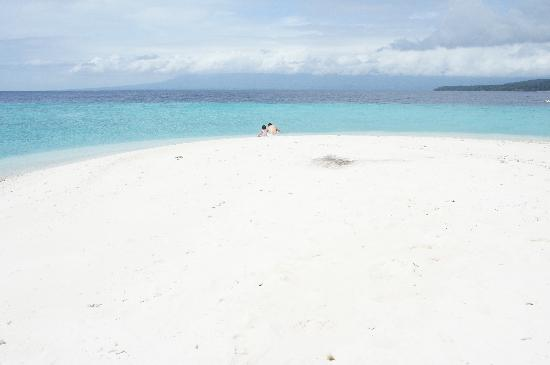 Bluewater Sumilon Island Resort: sandbar