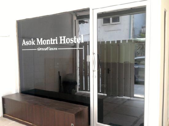 Asok Montri Hostel : Hostel Entrance