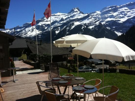 Hotel du Pillon: lunch on the terrace...