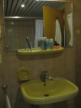 Sozer Hotel: Bathroom