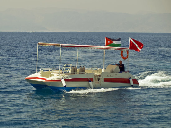 Extra Divers Aqaba: Lady Lenny takes you safely to the dive spots