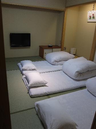 Kyoto Ryokan Shoei: Room big enough for 3 people