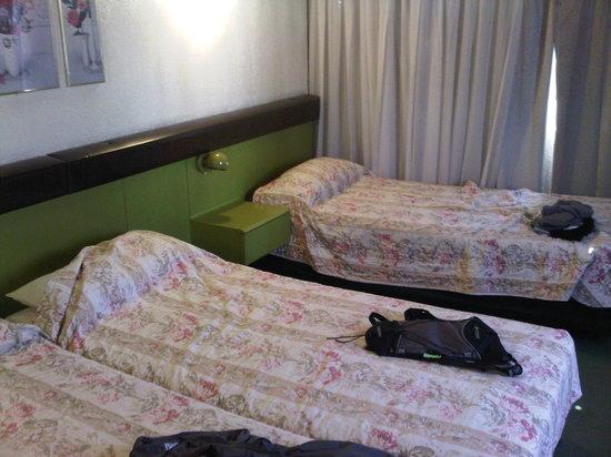 Bauen Hotel: no double beds!!