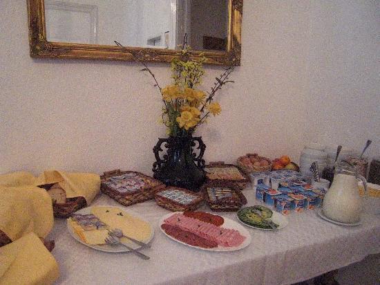Hotel Kalvin House: le buffet petit déjeuner