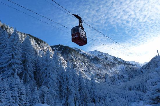 Fagaras, Rumania: Ice Hotel Cable Car