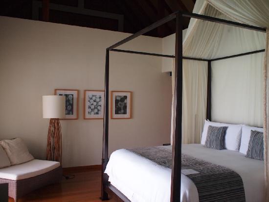 فور سيزونز ريزورت المالديف في لاندا جيرافارو: bed room