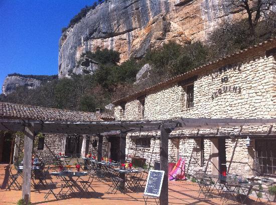 Auberge des Seguins : L'accueil et le restaurant de l'auberge