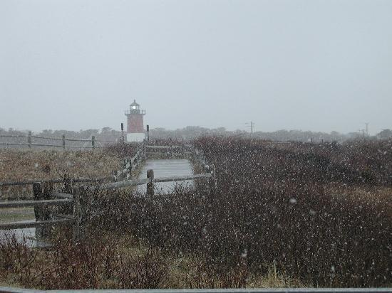 Town Crier Motel : Snow squall at Nauset Light, Eastham
