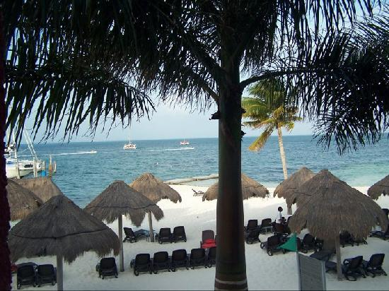 Temptation Resort Spa Cancun: Beach View from Members Room