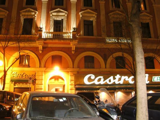 Amalia Hotel: Außenansicht Hoteleingang