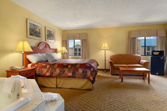 LaGrange, GA: King Jacuzzi Suite