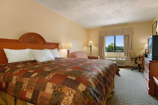 Baymont Inn & Suites LaGrange: 1 King Bedroom