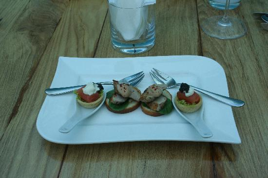 Ithaa Undersea Restaurant: Canapes during the cocktail hour