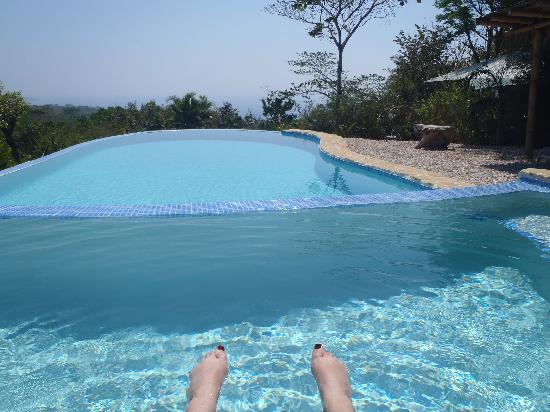 Agua Vista: Relaxing at the infinity pool