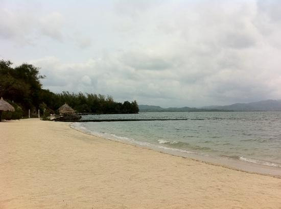 Lucena City, Filipinas: the white sand beach