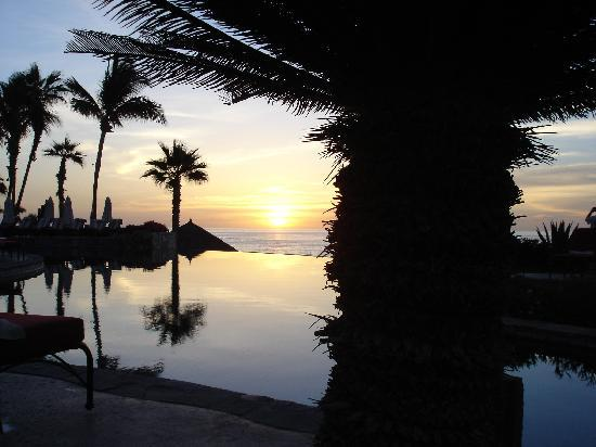 Hacienda del Mar Los Cabos: Sunrise near the infinity pool