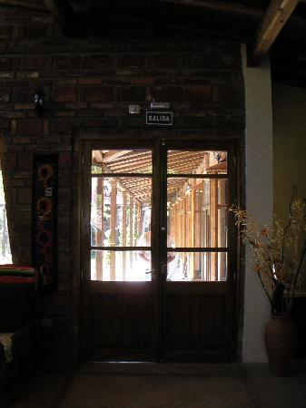 Posada El Encuentro: Looking out from lounge towards rooms