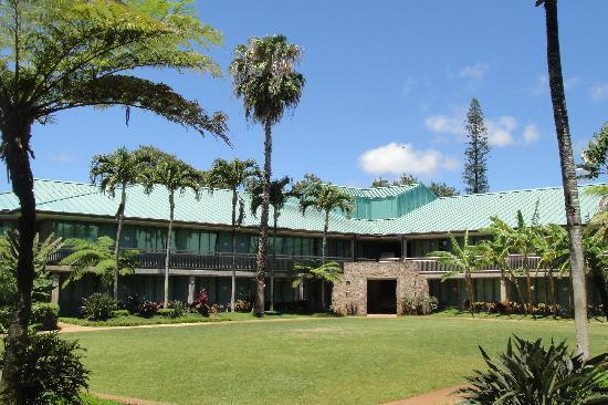 Inn at Schofield Barracks: Another courtyard shot.