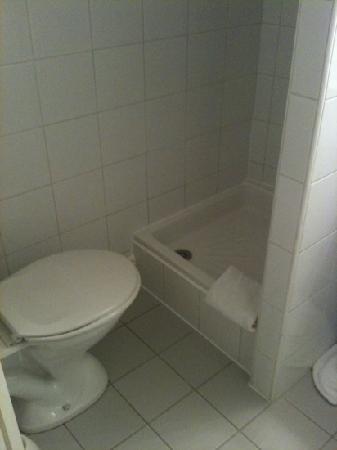 أوتل أورس بلون سونتر: salle d' eau