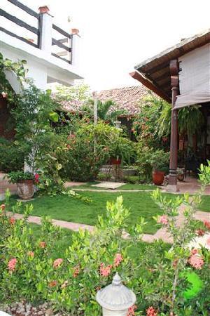 Hotel La Posada del Sol: El jardin muy linda.