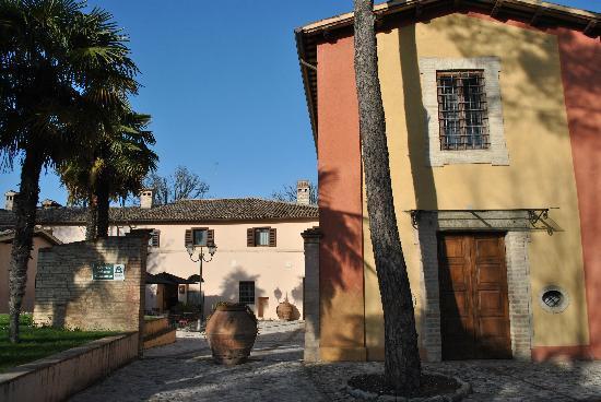 Casa Mancia : La chiesa